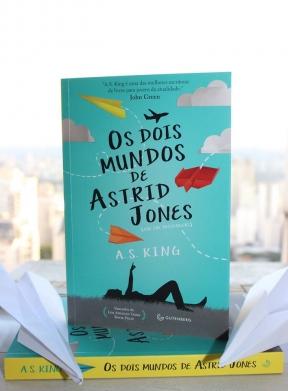 """A escolha da capa de """"Os dois mundos de Astrid Jones"""""""